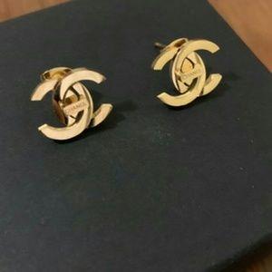 Refined cute dazzling earrings 🍉🍉🍉🍉🍉
